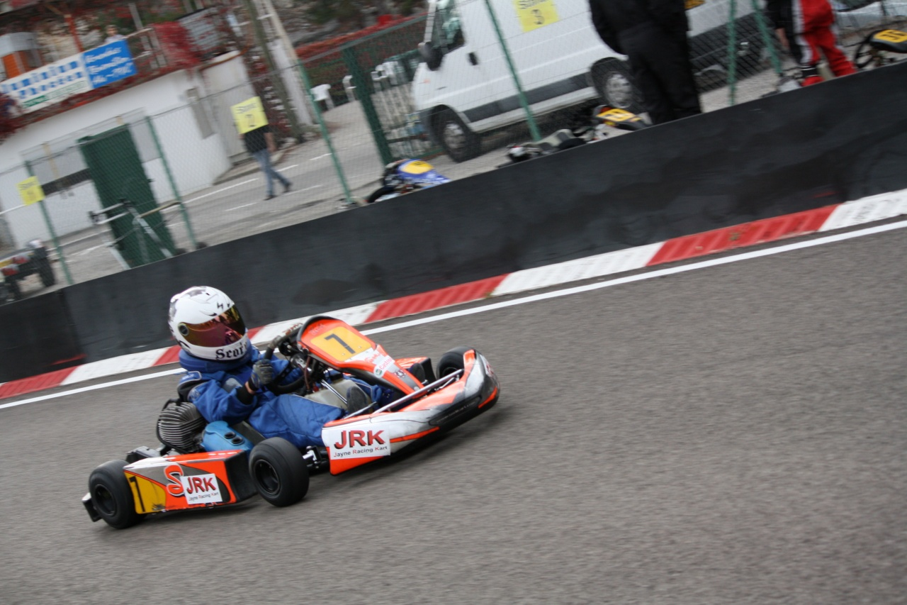 Karting martigues minime cadet enfant 3805 for Karting interieur