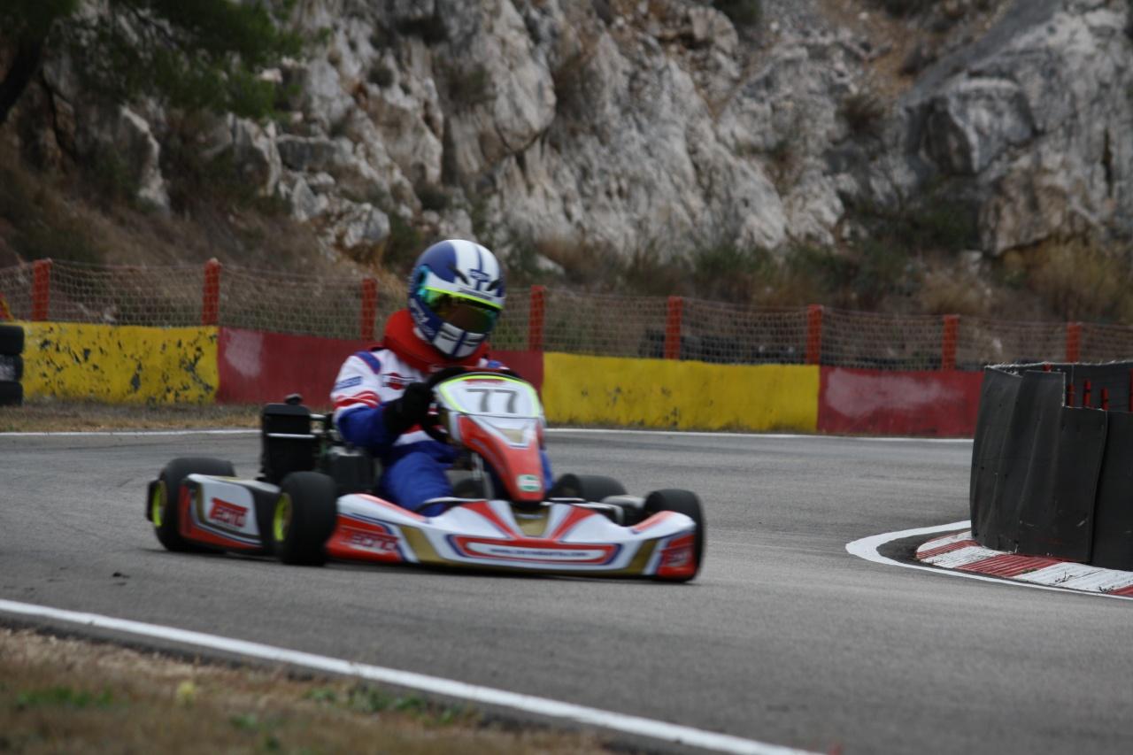 Karting martigues rotax x30 marseille 3820 for Karting interieur